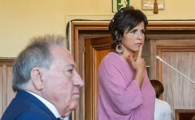 Condenado por abuso sexual el empresario que arrinconó y simuló besar a Teresa Rodríguez