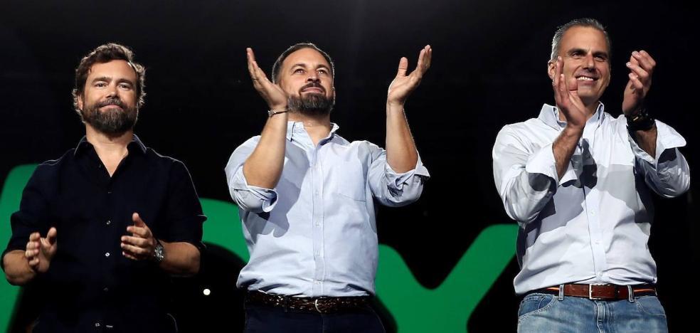 Abascal arenga a su electorado contra un PSOE de «historia criminal»