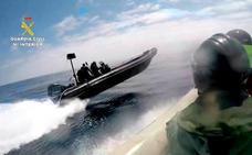 Agentes de la Guardia Civil denuncian que se enfrentan a narcolanchas «fórmula 1» con «barcas de remo»