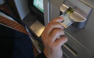 Pillada 'in fraganti' cuando trataba de sacar 45.000 euros del banco con el DNI de otra persona en Málaga