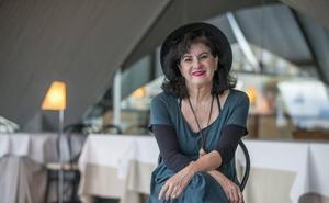 Aurora Luque gana el Premio Poesía Loewe con un libro que rompe con su «etiqueta de autora clásica»