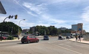 Infracciones diarias en un cruce en el campus de Teatinos