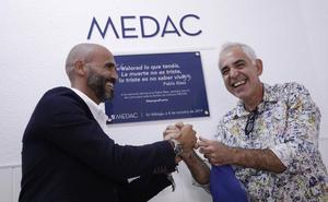 Un aula del Instituto MEDAC recibe el nombre de Pablo Ráez en homenaje a su lucha por la donación de médula