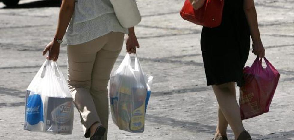 Andalucía suprimirá el impuesto a las bolsas de plástico a las empresas que firmen un convenio para eliminarlas en 2020