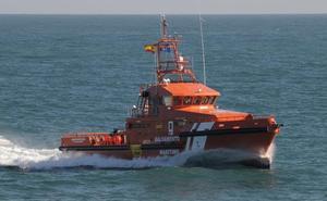Rescatados de una patera 57 migrantes, entre ellos un menor, en la costa de Málaga