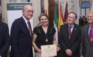 Elvira Roca alerta del silencio de España ante su historia en su ingreso en la Academia
