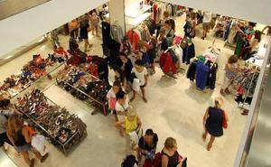 ¿Qué tiendas abren en Málaga este sábado festivo, 12 de octubre?