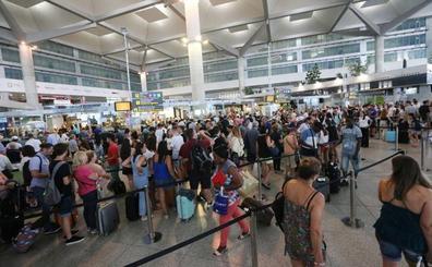 El aeropuerto de Málaga activa un servicio de acompañamiento al pasajero para las gestiones en la salida o llegada