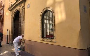 La Iglesia de Santiago pinta sus fachadas