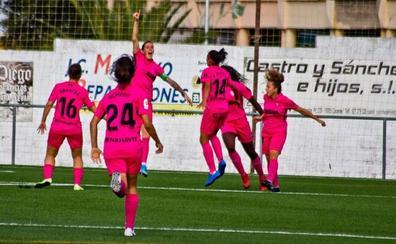 Un gol de Adriana da al Málaga un triunfo balsámico