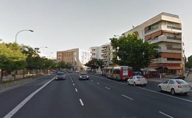 Investigan la muerte de un hombre cuyo cadáver fue hallado en plena calle en Sevilla