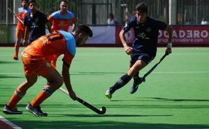 El Hockey Benalmádena vence al Complutense y sale de los puestos de descenso