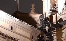 Iimpiden que un hombre salte desde el tejado de la Iglesia de El Carmen