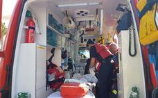 Un bombero resulta herido en una explosión durante el incendio del polígono Guadalhorce