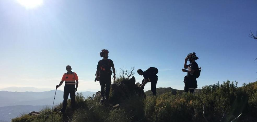 A hiker who was lost in the Sierra Tejeda is located