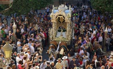 El simpecado de La Caleta volverá a presidir el rosario de las hermandades de glorias este domingo