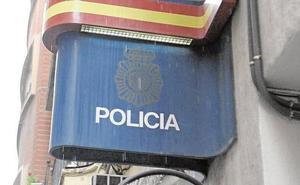 Obliga a su exmujer a subir al coche en una calle de Valencia, se la lleva a casa y abusa de ella