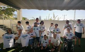 El Club de Tenis y Pádel lanza un proyecto deportivo inclusivo para los usuarios de la asociación Amirax