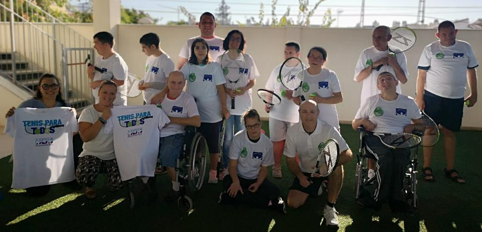 The Tennis and Paddle Club launches an inclusive sports project for users of the Amirax association