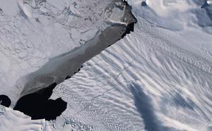 Reveladas nuevas grietas kilométricas en una arteria de hielo de la Antártida
