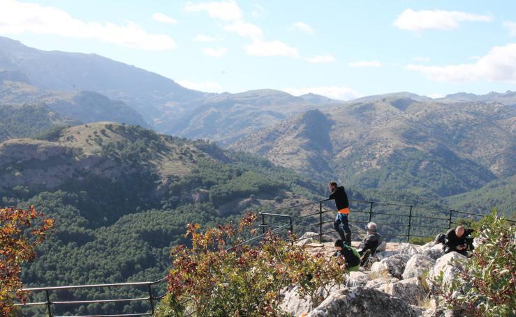 Así son los miradores espectaculares en Málaga a los que puedes llegar con rutas de senderismo