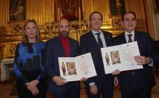 La Agrupación entrega los nombramientos al pregonero y al autor del cartel de la próxima Semana Santa de Málaga