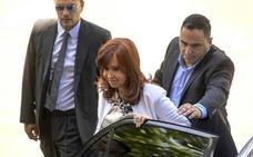 Cristina Fernández se sienta ante el juez días antes de jurar como vicepresidenta argentina