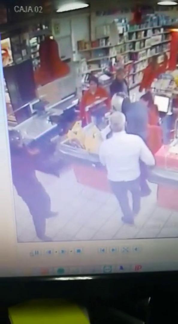 Dos ladrones que asaltaron a punta de pistola un supermercado en Puerto de la Torre