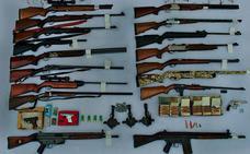 Detenido en Periana por tener un zulo con armas ilícitas, munición considerada de guerra y artes de caza prohibidos