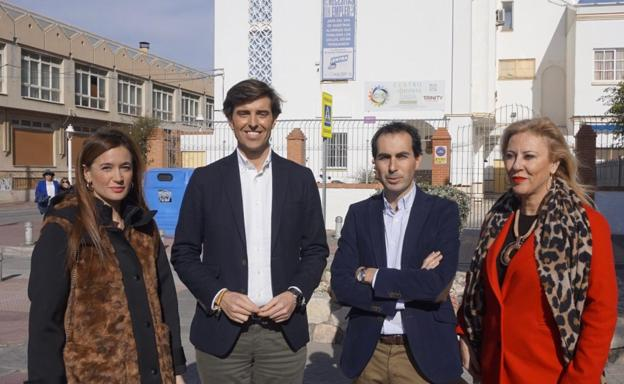 De izquierda a derecha: Pérez de Siles, Montesinos, Ruiz y España, frente al Sagrada Familia Icet. /SUR