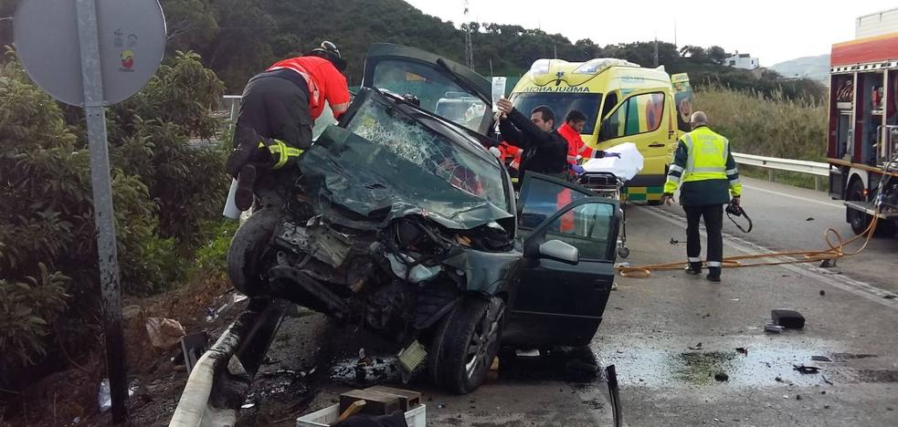 A deceased person and five other injuries in a traffic accident in Vélez-Málaga