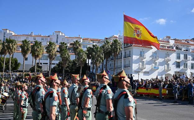 Homenaje de La Legión a la bandera en Alhaurín el Grande con motivo del encuentro de hermandades legionarias./Germán Pozo