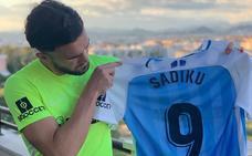 Sadiku sortea la camiseta de su debut con el Málaga
