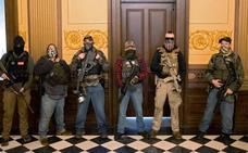 La irrupción de manifestantes armados en el Capitolio de Michigan sacude la política de EE UU
