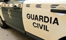 Un coche embiste una patrulla de la Guardia Civil en Mijas y se da a la fuga