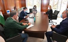 Juanma Moreno exige al Gobierno que respete y colabore con el turismo