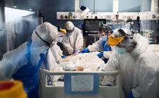 Sanidad rebaja la cifra total de víctimas de coronavirus en 2.000 respecto al día anterior