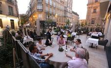 El permiso para abrir bares y terrazas hasta las tres de la madrugada durará hasta el 31 de octubre