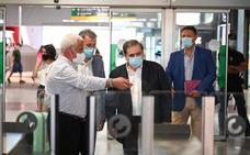 El subdelegado asegura que el Gobierno «va a intentar» incluir a la Costa del Sol en el corredor aéreo seguro con Reino Unido