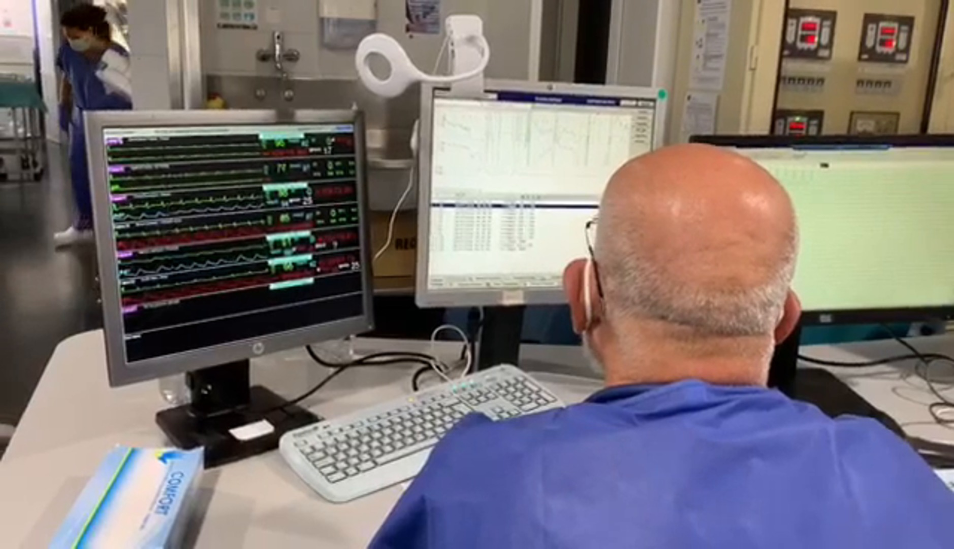 El Hospital Regional de Málaga estabiliza a cinco pacientes críticos gracias a una técnica que hace de corazón y pulmón