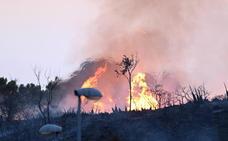 Bomberos intervienen en un incendio en Marbella