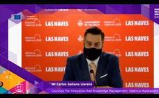 Un concejal de Valencia simula hablar inglés mientras es doblado por un nativo