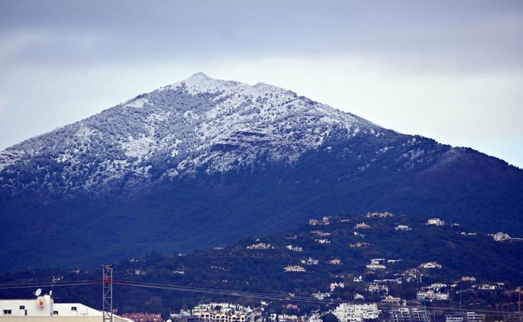 La nieve de la sierra, desde la ciudad de Marbella