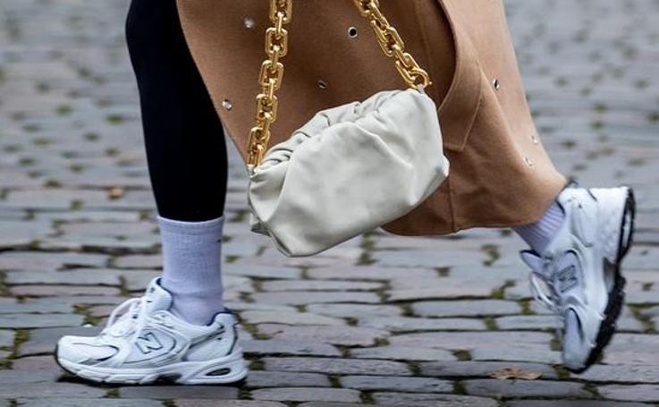 Vuelven los calcetines por encima de los pantalones: 15 formas de llevarlos con estilo