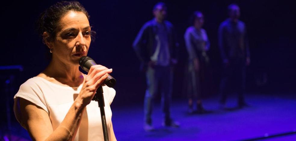 El riesgo de La Pícara se impone en los Ateneo de Teatro con cuatro premios para 'Material'
