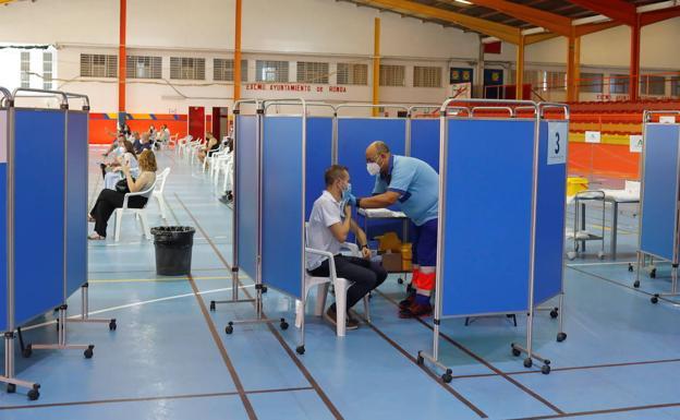El 49,2% de las personas mayores de 16 años en Andalucía ya tienen la vacuna completa Covid-19