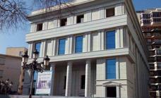 Recogen firmas para evitar que la sede policial se ubique en la plaza Picasso de Torremolinos