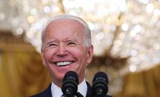 Biden consigue sacar adelante en el Senado el plan de infraestructuras