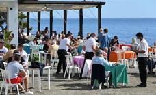 Más de 70 municipios de Málaga bajan de nivel de alerta y permitirán hasta diez personas por mesa en terrazas