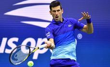 Djokovic avanza con rasguños